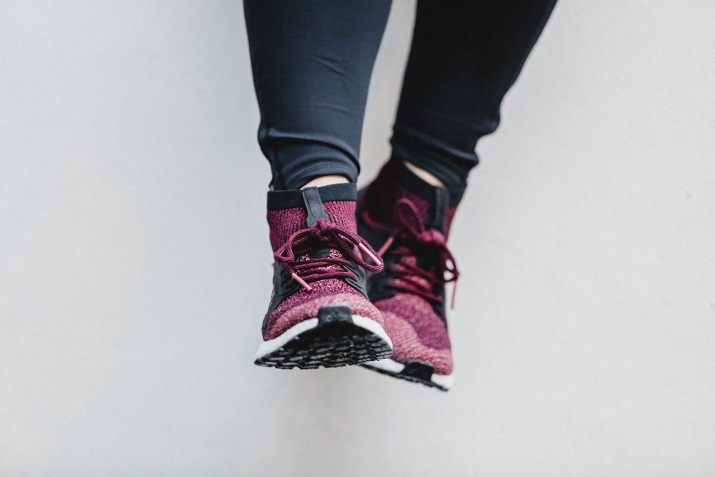 Adidas Running Schuhe angezogen
