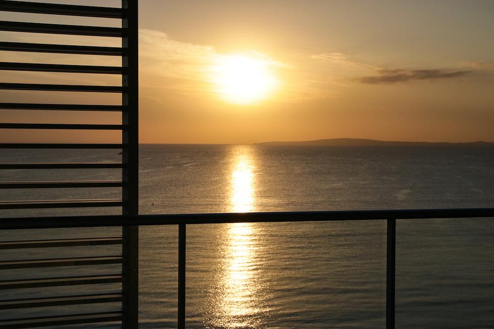 Sonnenuntergang Terrasse Pure Salt Garonda