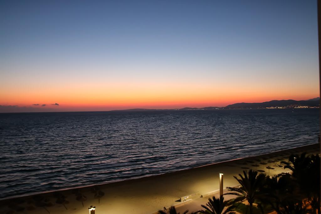 Sonnenuntergang in Palma de Mallorca.Ausblick vom Hotel Pure Salt Garonda