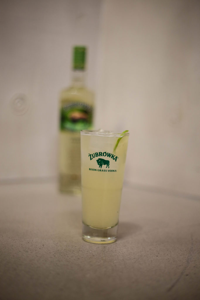 Ein Zubrowka-Kusmi Tea Drink von Launch Event von Overview Magazine