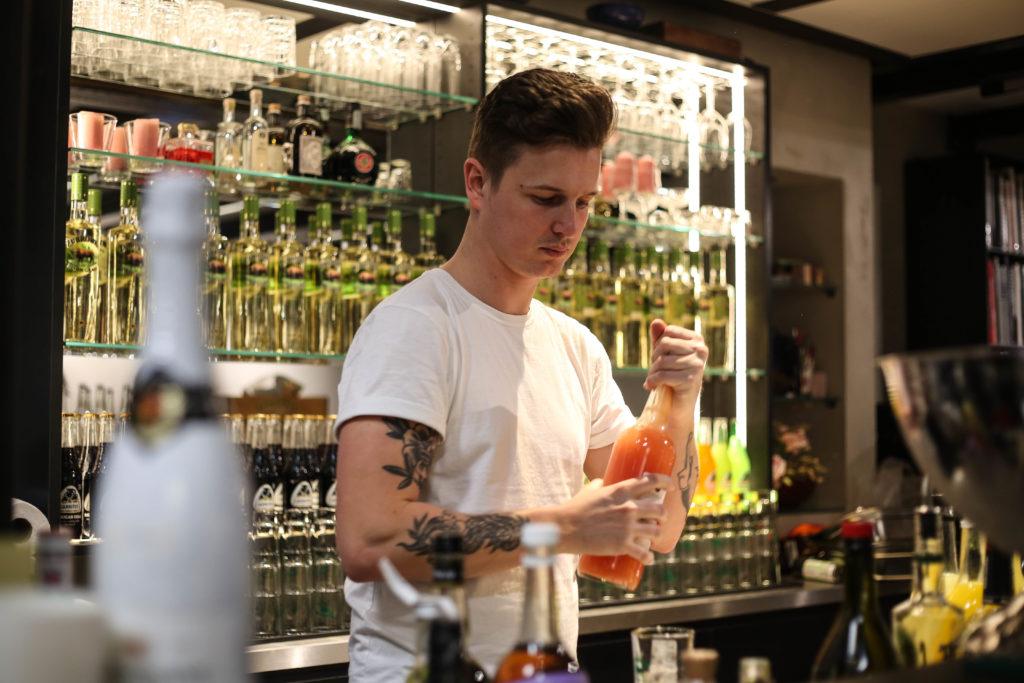 Barkeeper Damian Guichard beim Launch Event von Overview Magazine