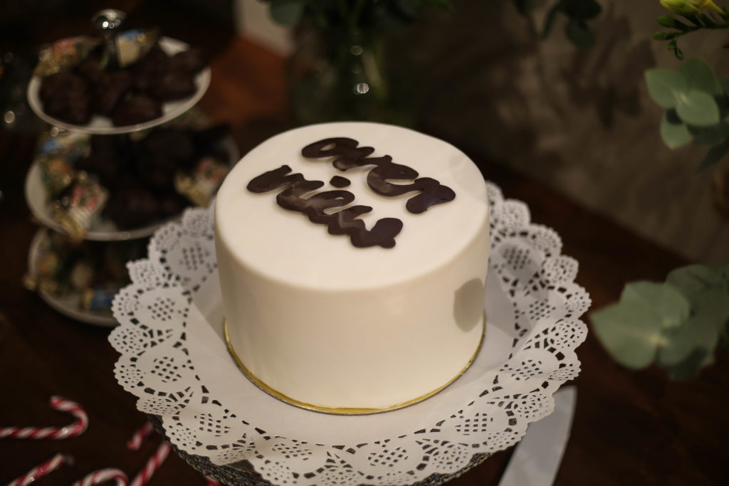 Torte mit Overview Schrift