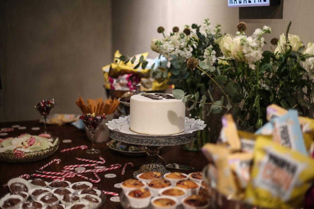 Torte, Blumen und Candybar beim Overview Launch Event