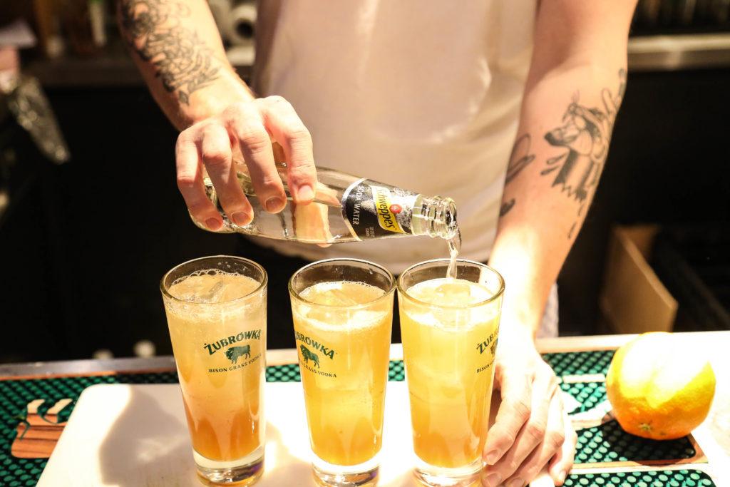 Drei Drinks auf der Overview Magazine Party