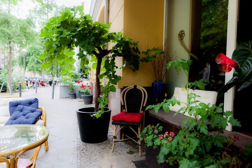 Außenbereich bei Moniseur Bourgogne