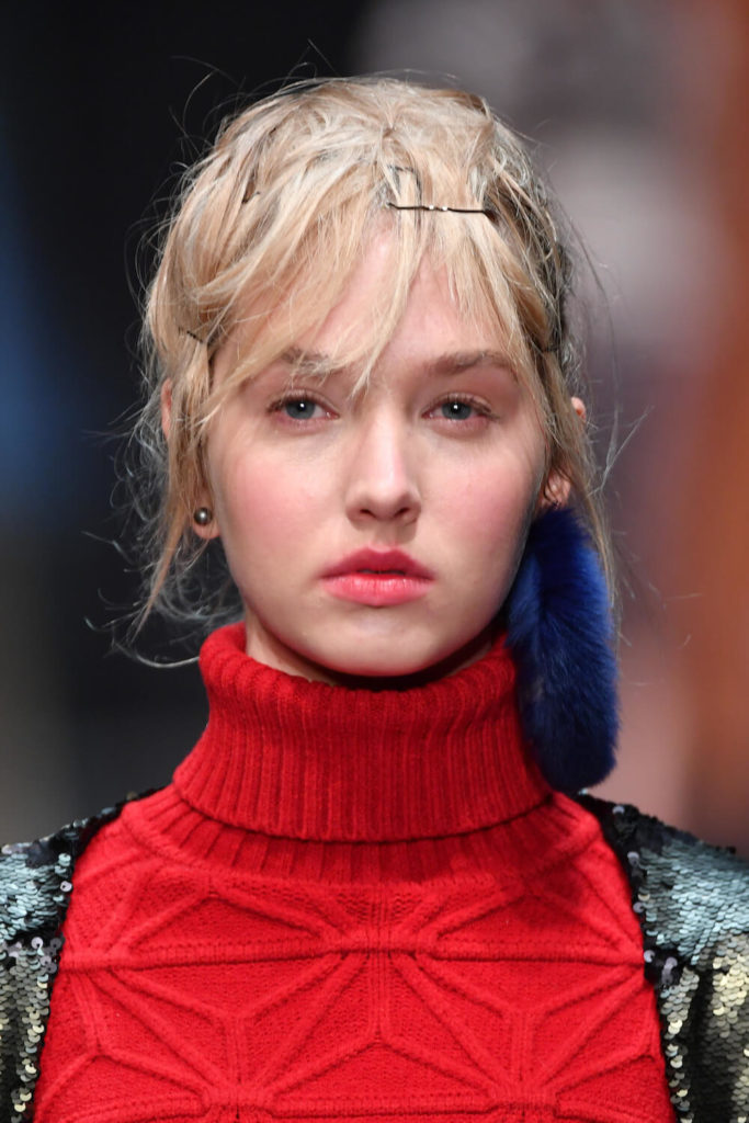 Gesichtsbild eines Models auf der Runwayshow von Dawid Tomaszewski in Berlin für Winter 2018 und 2019