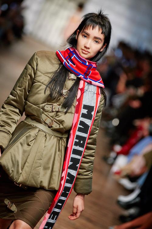 Model mit neuen Schal auf der Look Marina Hoermanseder Fashionshow AW 2018/2019