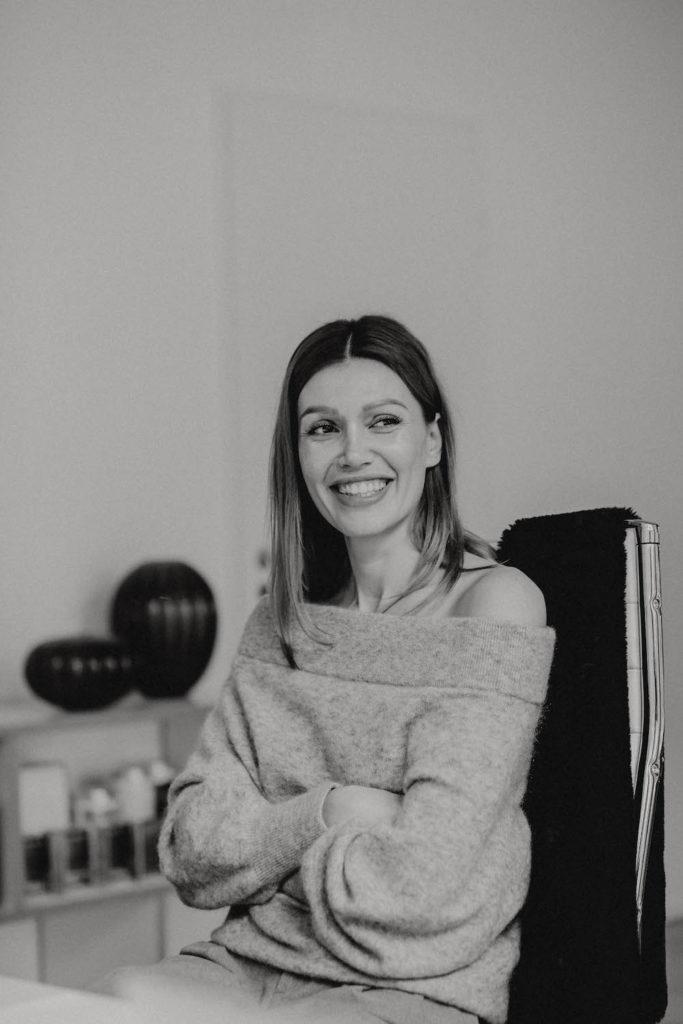 Portrait von der Agenturinhaberin Jackie Hide