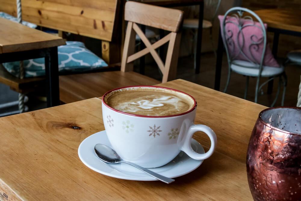 Cappuccino im Café Be Coffee My Friend in Berlin Kreuzberg