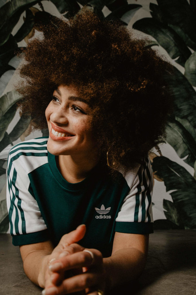 Julia Dalia in der adicolor Kollektion von adidas Originals in Grün