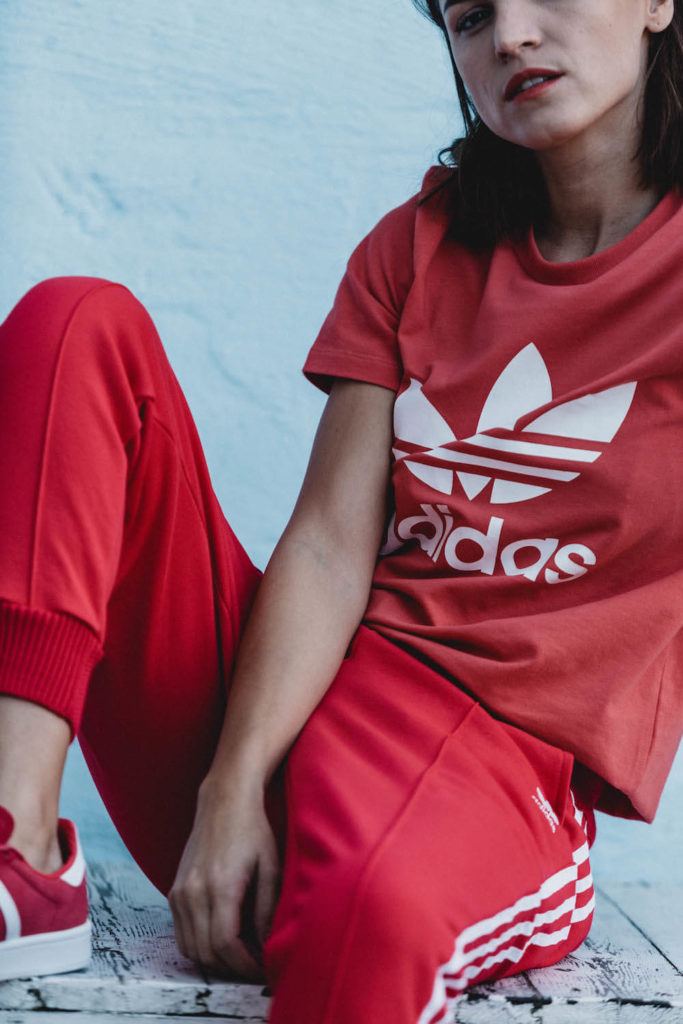 Liberta in der adicolor Kollektion von adidas Originals in Rot