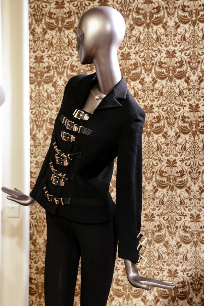 Schwarze Kollektion auf der Gianni Versace Retrospective Ausstellung in Berlin 2018
