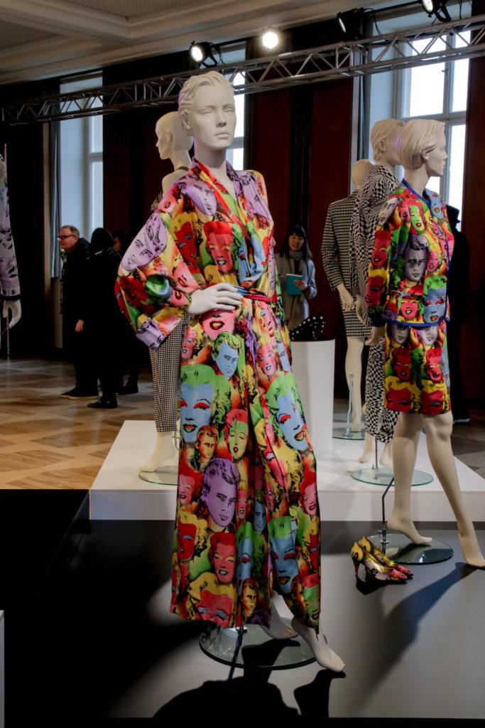 Marylin Monroe Morgenmantel auf der Gianni Versace Retrospective Ausstellung in Berlin 2018