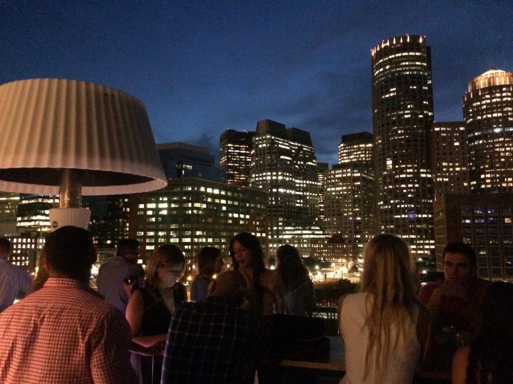 Reisebericht über Boston. Zu sehen ist die Skyline des Envoy Hotels.