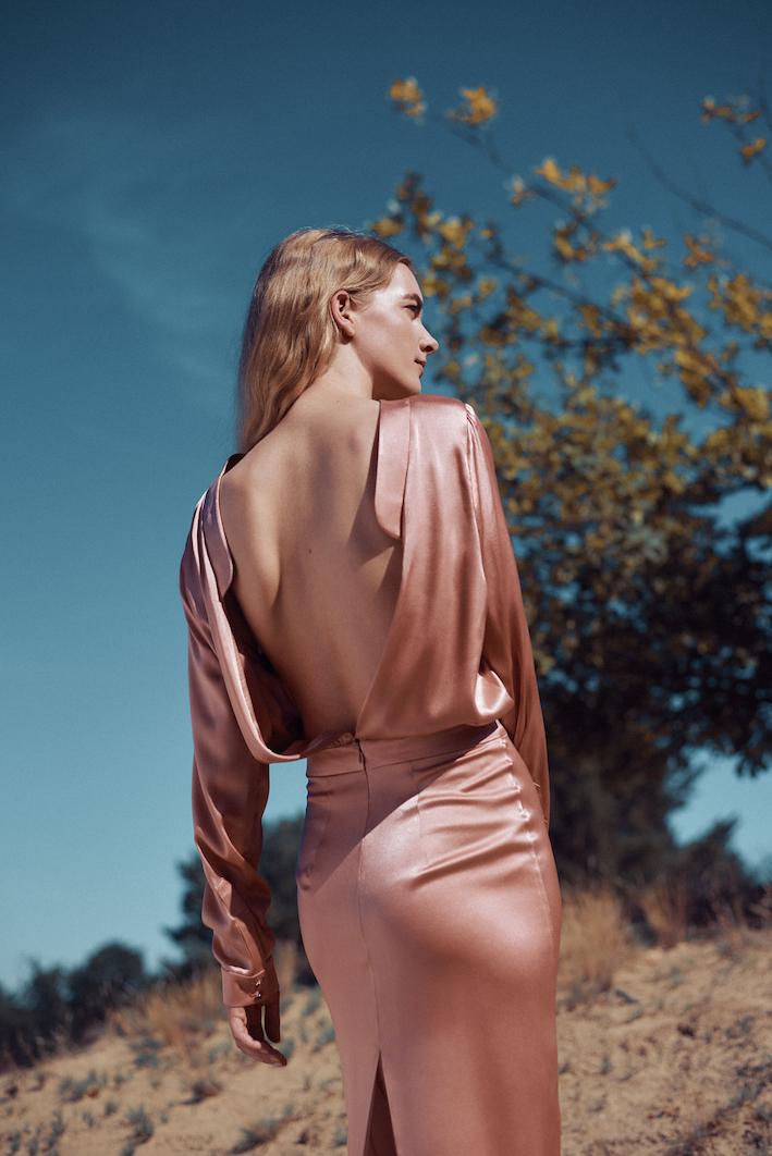 Marina Schwan Kleid Strawberry mit Rückenausschnitt
