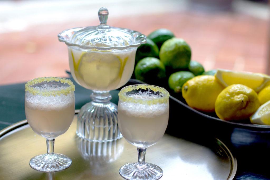 Zitronenlimonade im schönen Glas