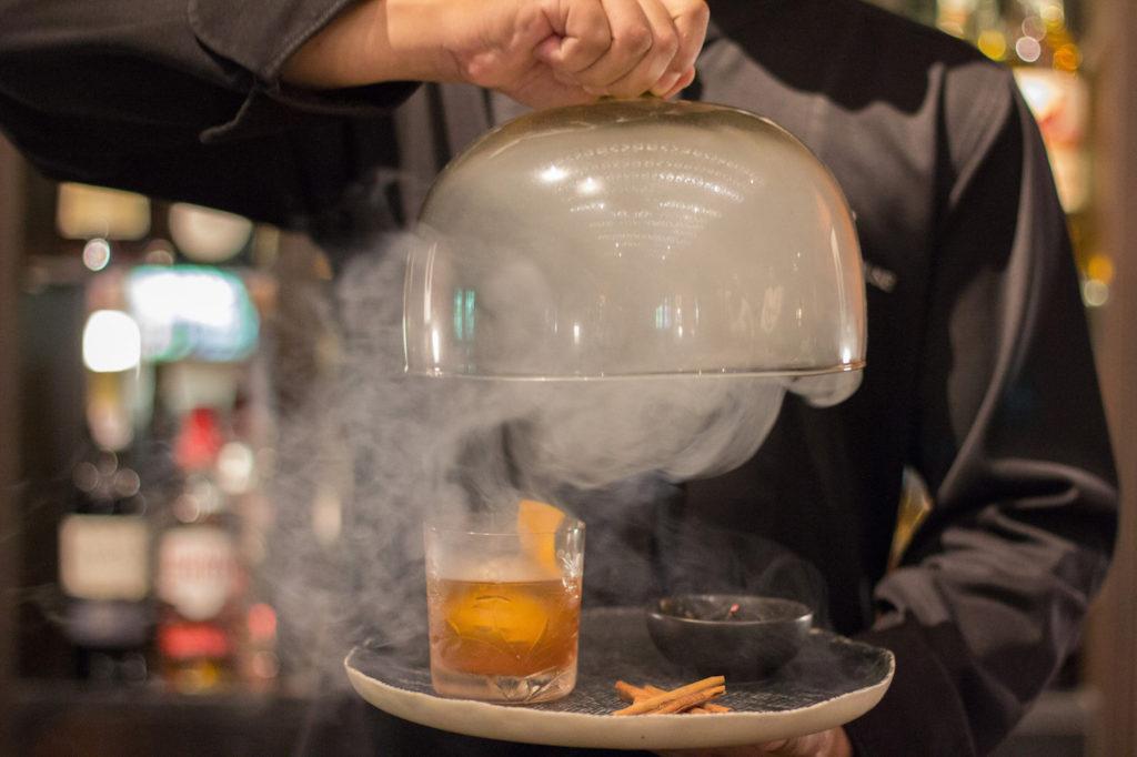 Ein Fusion Cocktail mit Rauch/ Dampf