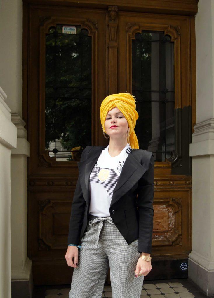 FIFA Fan Trikot WM 2018 Outfit Ideen Heimtrikot Tuch gelb