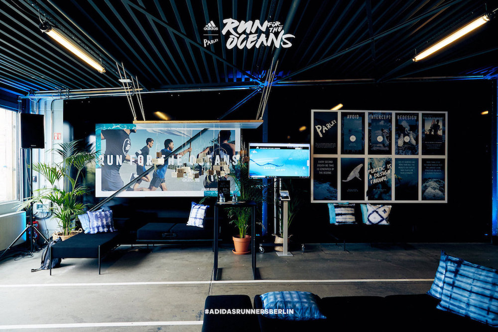Der Run for the Oceans von adidas x Parley in Berlin. Im Bild Installation in der adidas Runbase.
