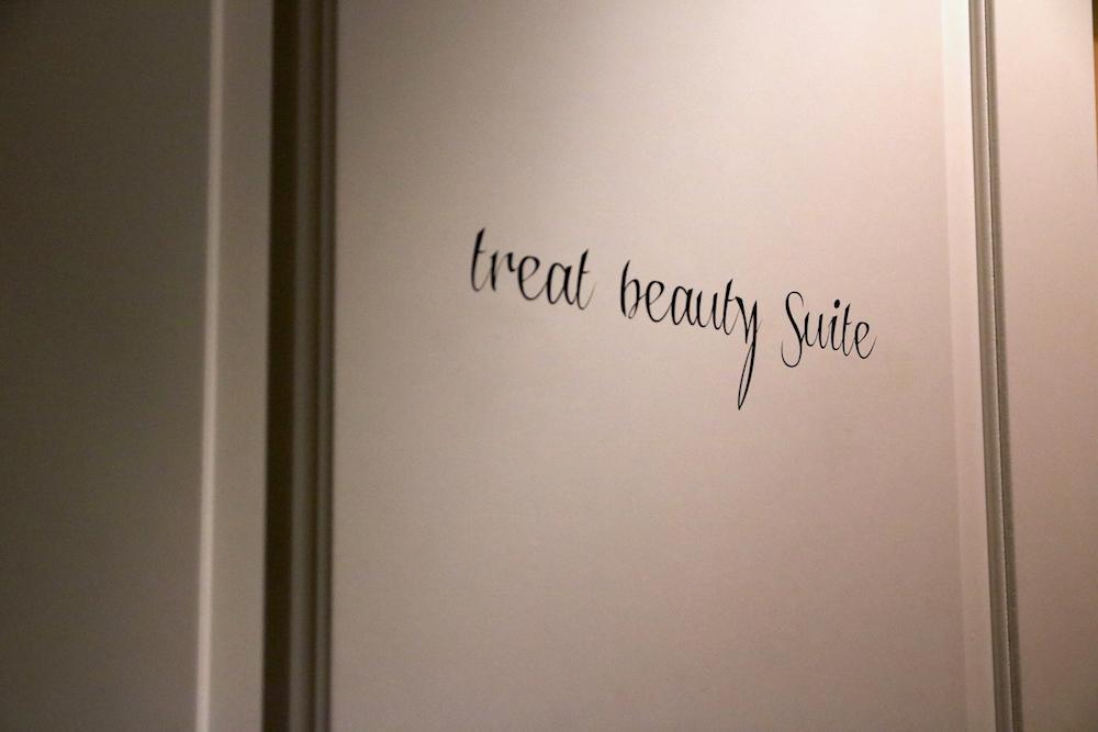 Tür zur Treat Beauty Suite im Hotel Zoo