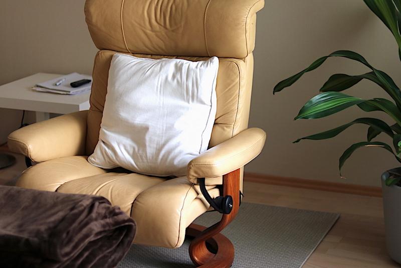 Der Hypnose Sessel in der Praxis von Julia Ware.