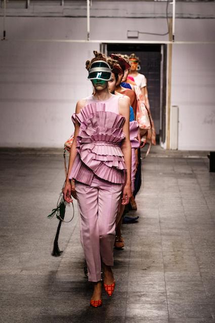 Dawid Tomaszewski SS19 Berlin Fashion Week Look komplett rosa
