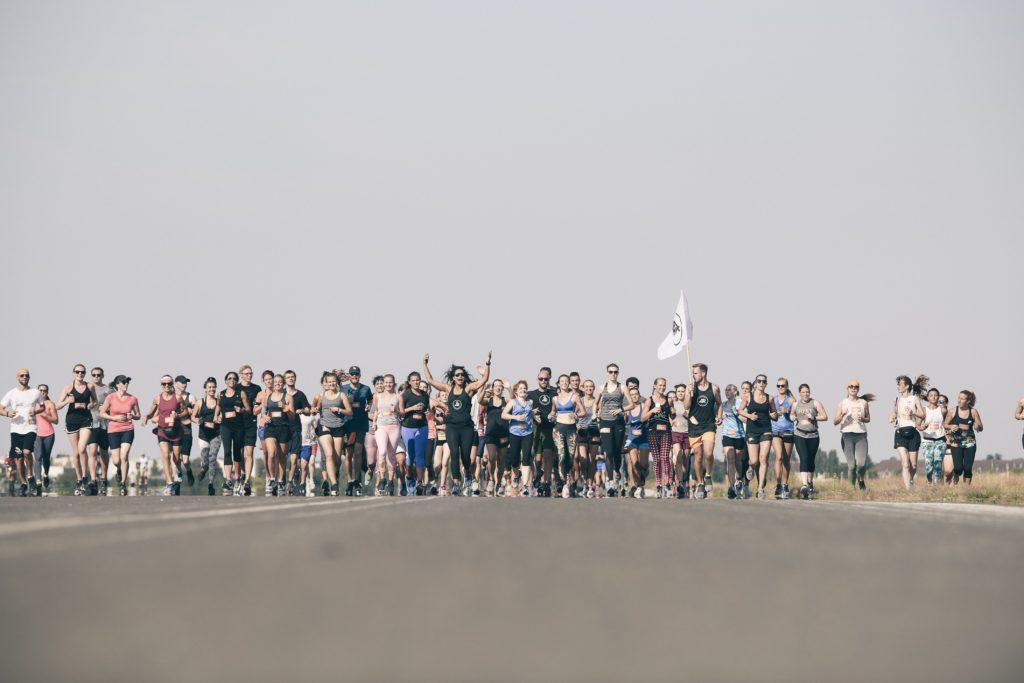 Laufgruppe Adidas Wanderlust auf dem Tempelhofer Feld