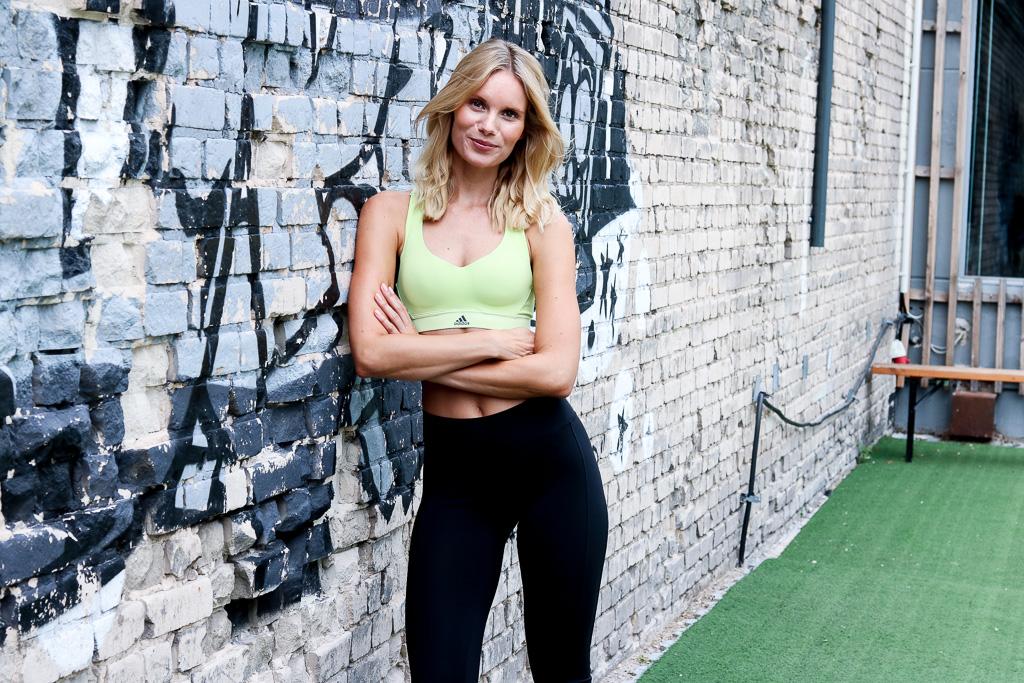 Ein Portrait von Fitness Coach Kaya Renz