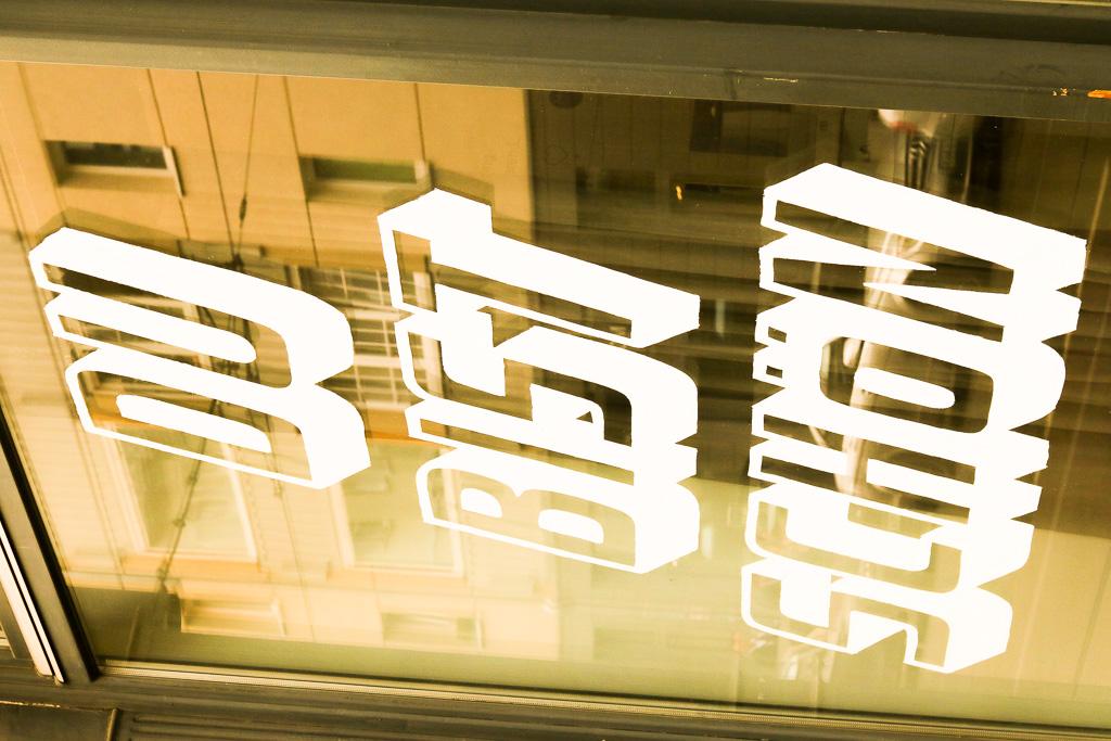 Dominik Keller hat eine tolle Blow Dry Bar als Stlist eröffnet. Hier das Ladenfenster