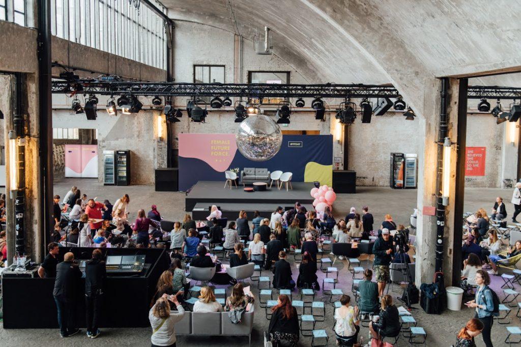Funkhaus mt den Besuchern des Female Future Force Day