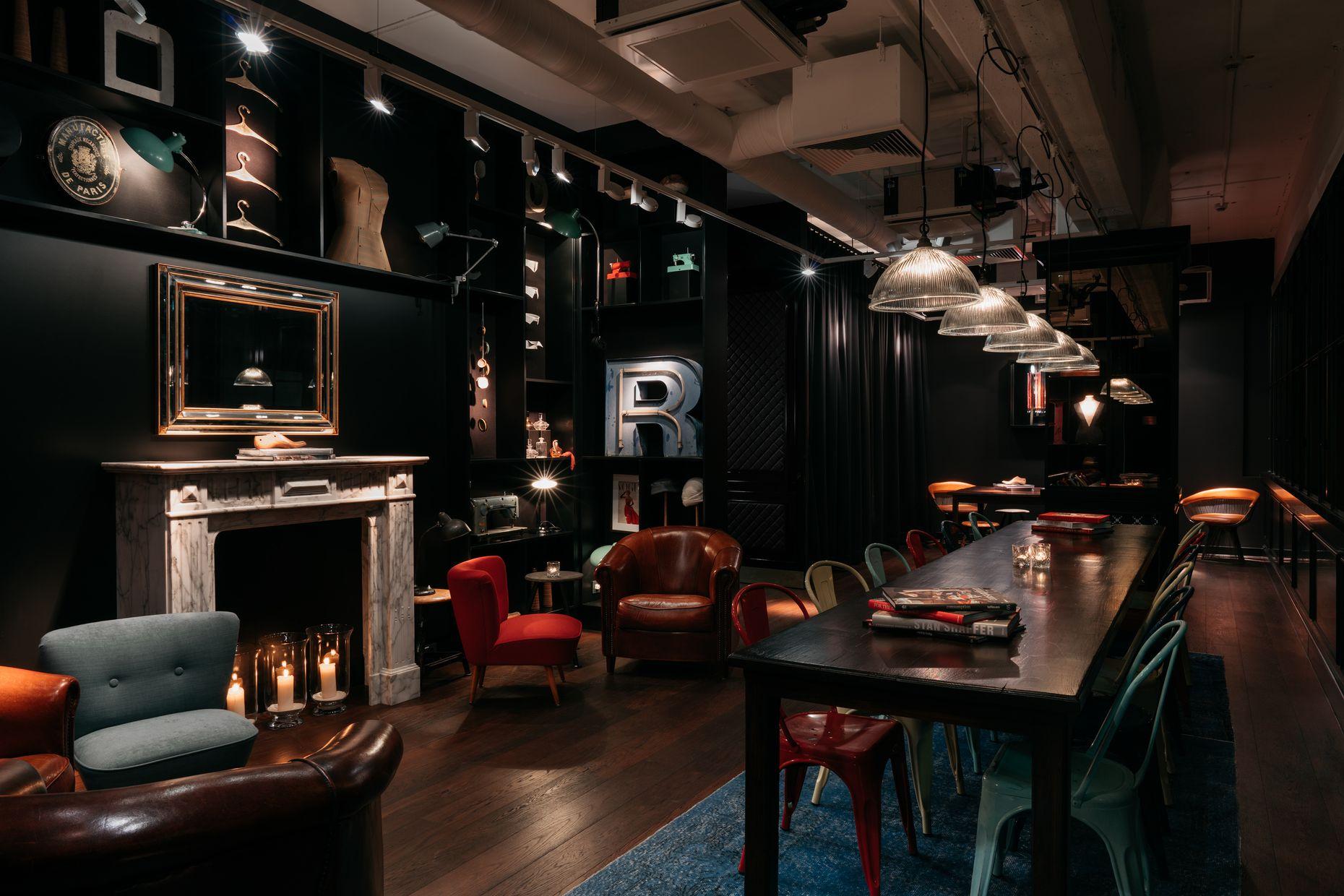 Sitzecke mit Kamin im Ruby Coco Lean Luxury Hotel