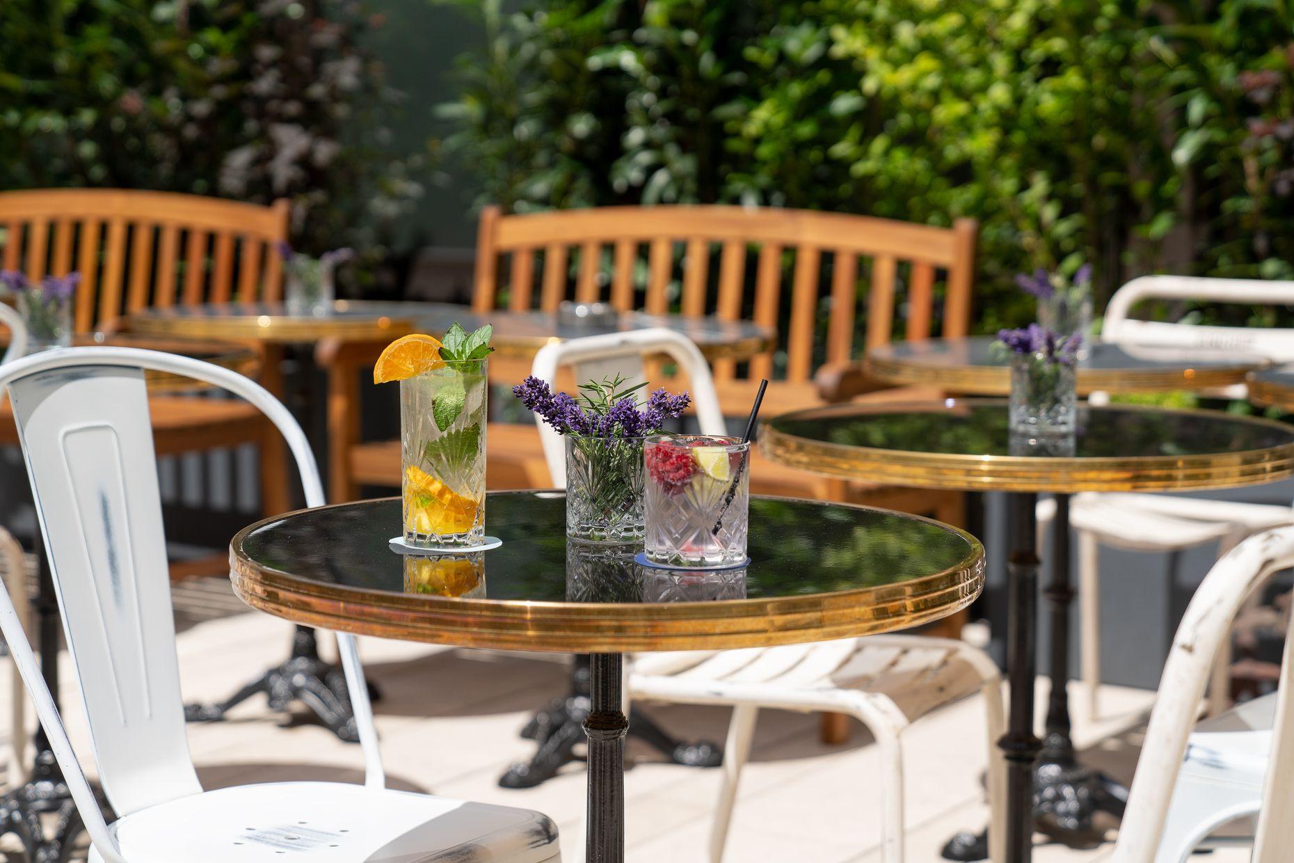 Terrasse des Ruby Coco Duesseldorf und Cocktails