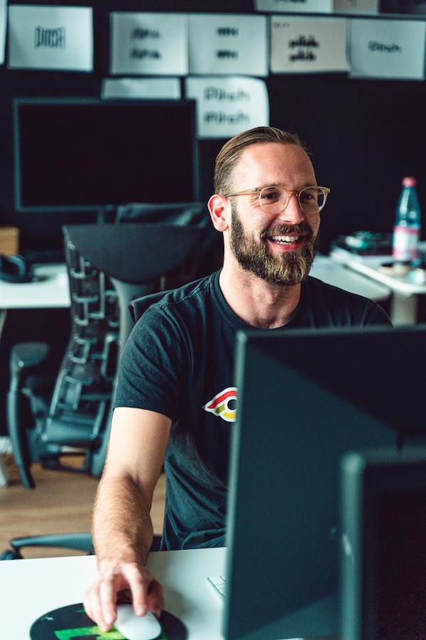 Jan Martin an seinem Arbeitsplatz im Büro seines Start-ups Pitch