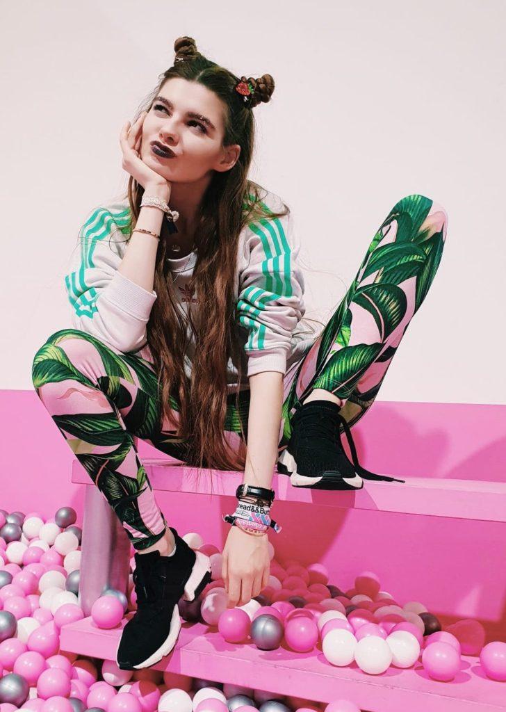 Klaudia Giez von GNTM in einem Adidas Outfit