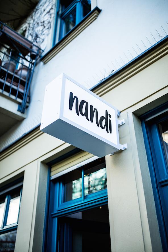 Eingangsschild mit Nandi Aufschrift