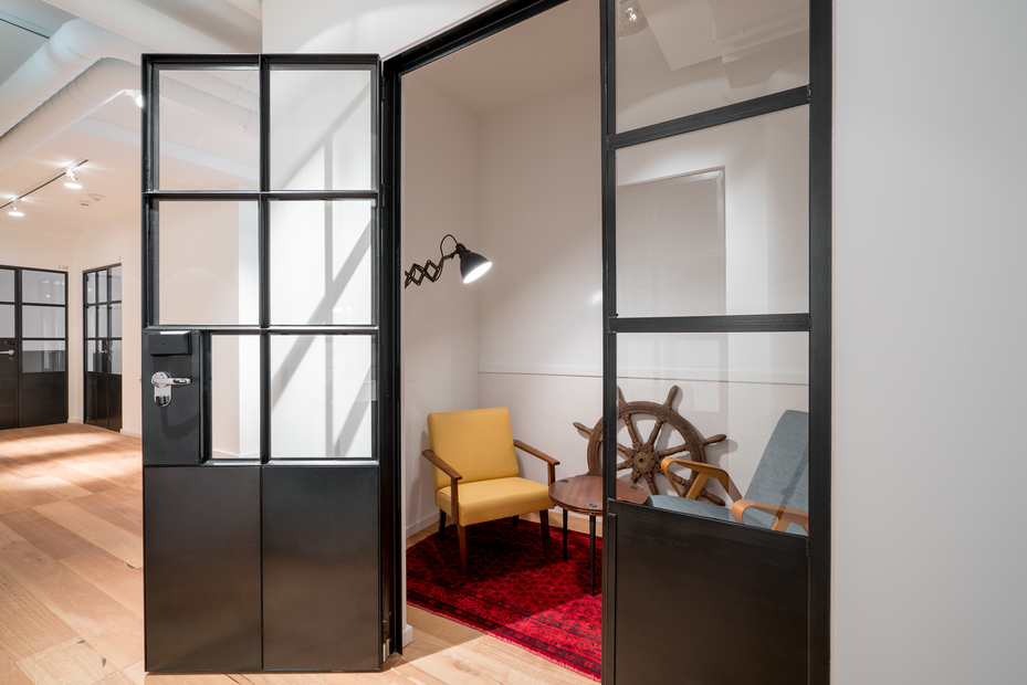 Einblick in die RUBY HANS WORKSPACES in Hamburg kleiner Meetingraum