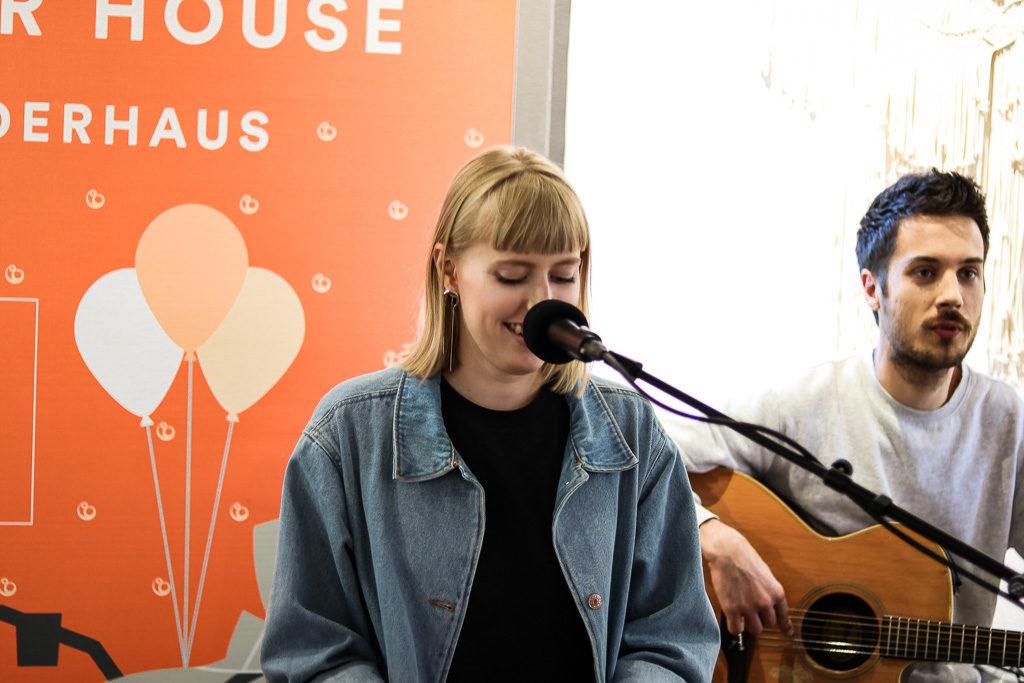 Die deutschen Sängerin Lea bei ihrem Auftritt im Stokke Summer House.