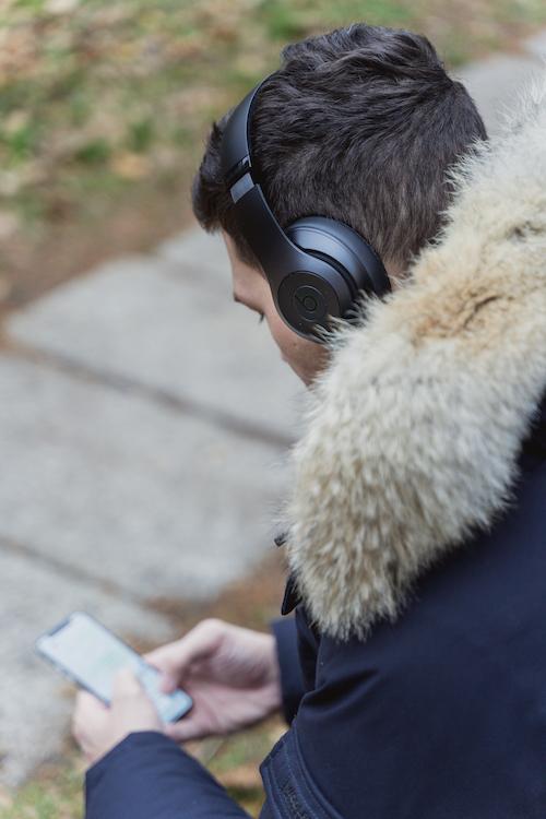 Bild von Lukas mit den Beats Studio 3 Wireless.