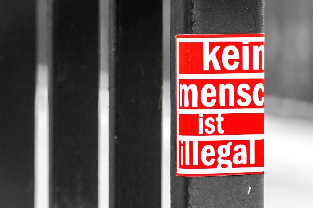 Sticker Kein Mensch ist Illegal zum Thema Menschenrechte
