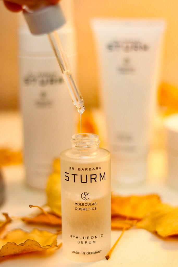 Ein Bild des Hyaluronic Serums von Dr. Barbara Sturm für eine optimale Hautpflege.