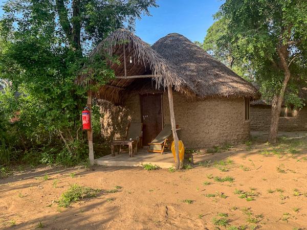 Die Mapumziko Lodge auf der Safari in Tansania im Selous Game Reservat.