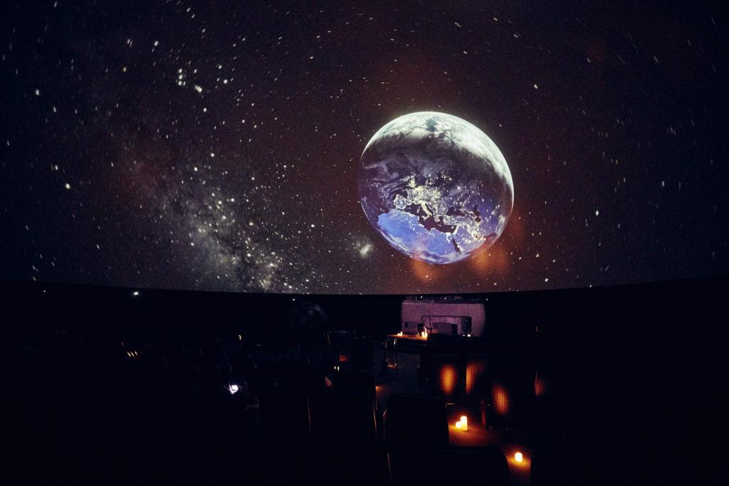 Mond im Zeiss-Großplanetarium in Prenzlauer Berg