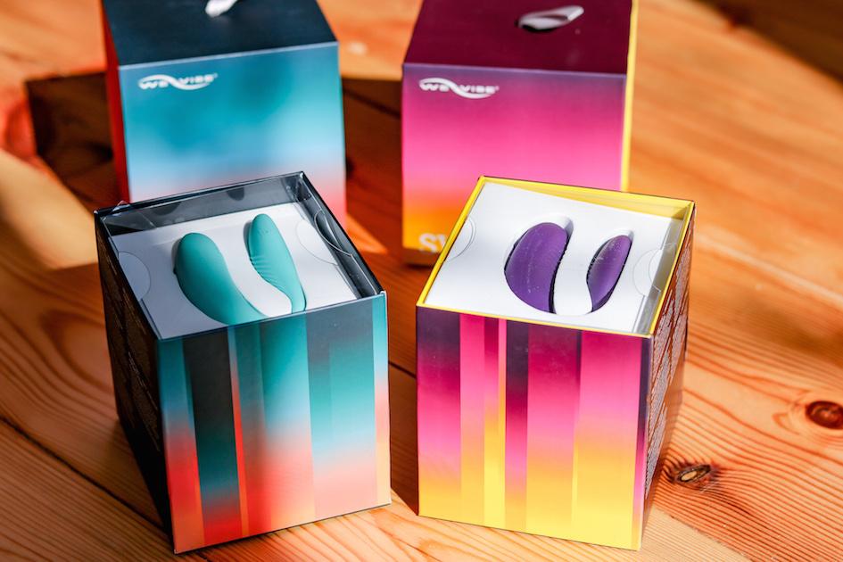 Zwei We-Vibe Sync in tuerkis und lila in ihrer Originalverpackung