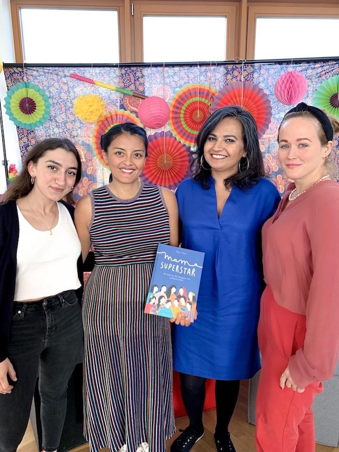 Migrant Mamas Gründerinnen Malik und Melissa mit ihrem Buch Mama Superstar.
