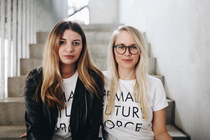 Edition F Gruenderinnen Nora und Susann Hoffmann mit dem Female Future Force Tshirt