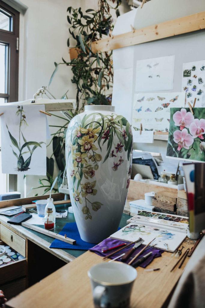 Eine handbemalte KPM Vase von Porzellan-Malerin Annette Reimann.