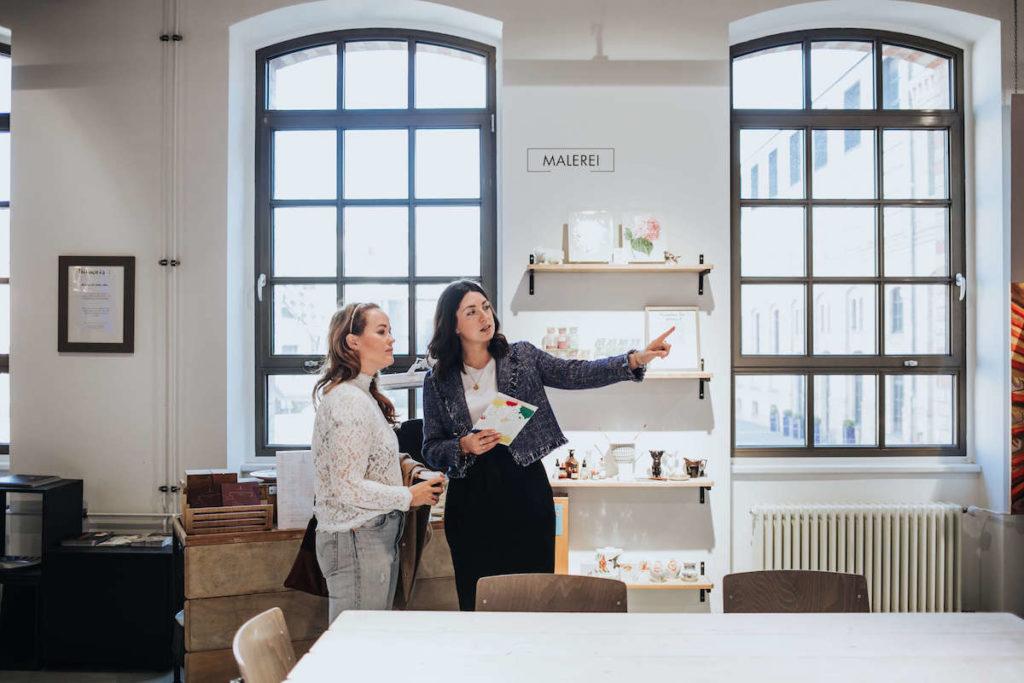 Porzellan Herstellung in der KPM Berlin. Eine Führung durch die kreative Lab.