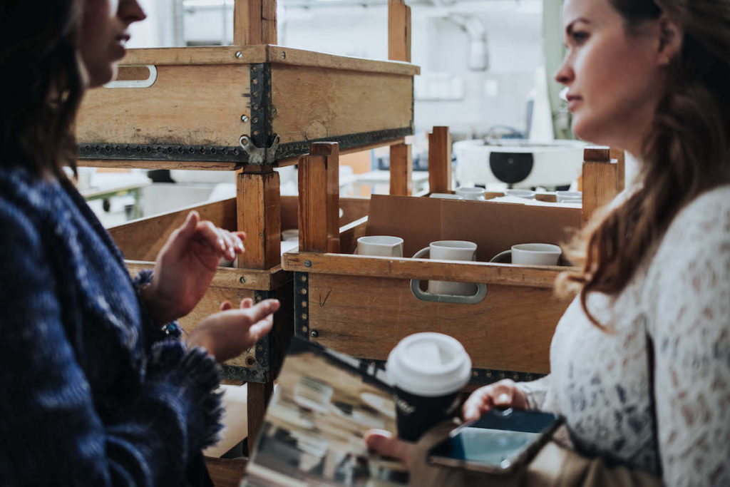 Porzellan Herstellung in der KPM Berlin. Jen in der Königlichen Porzellan Manufaktur.
