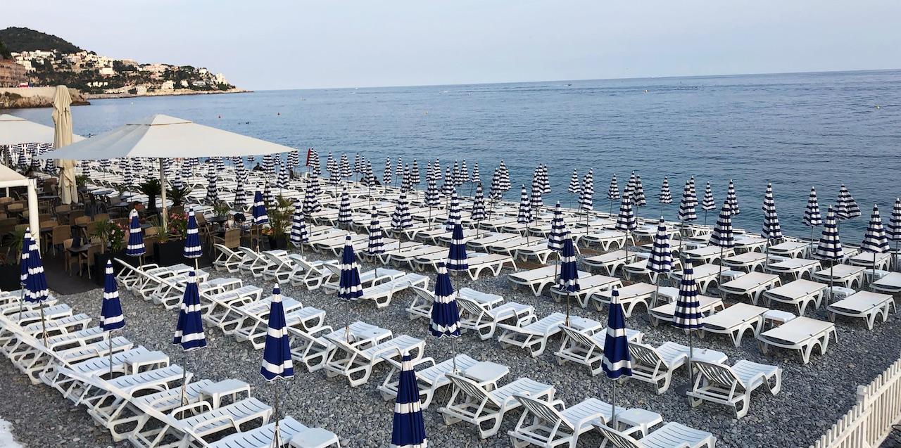 Nizza Cote dazur Strand Meer Liegestühle
