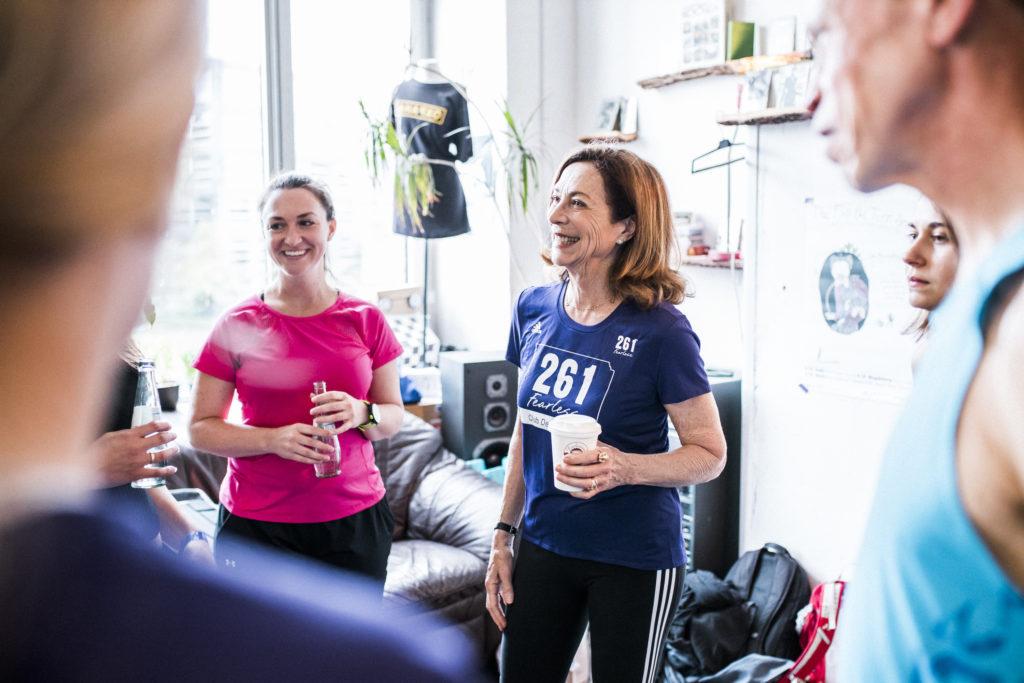 Kathrine Switzer bei Airbnb Entdeckungen Event für Berlin Marathon Gruppe